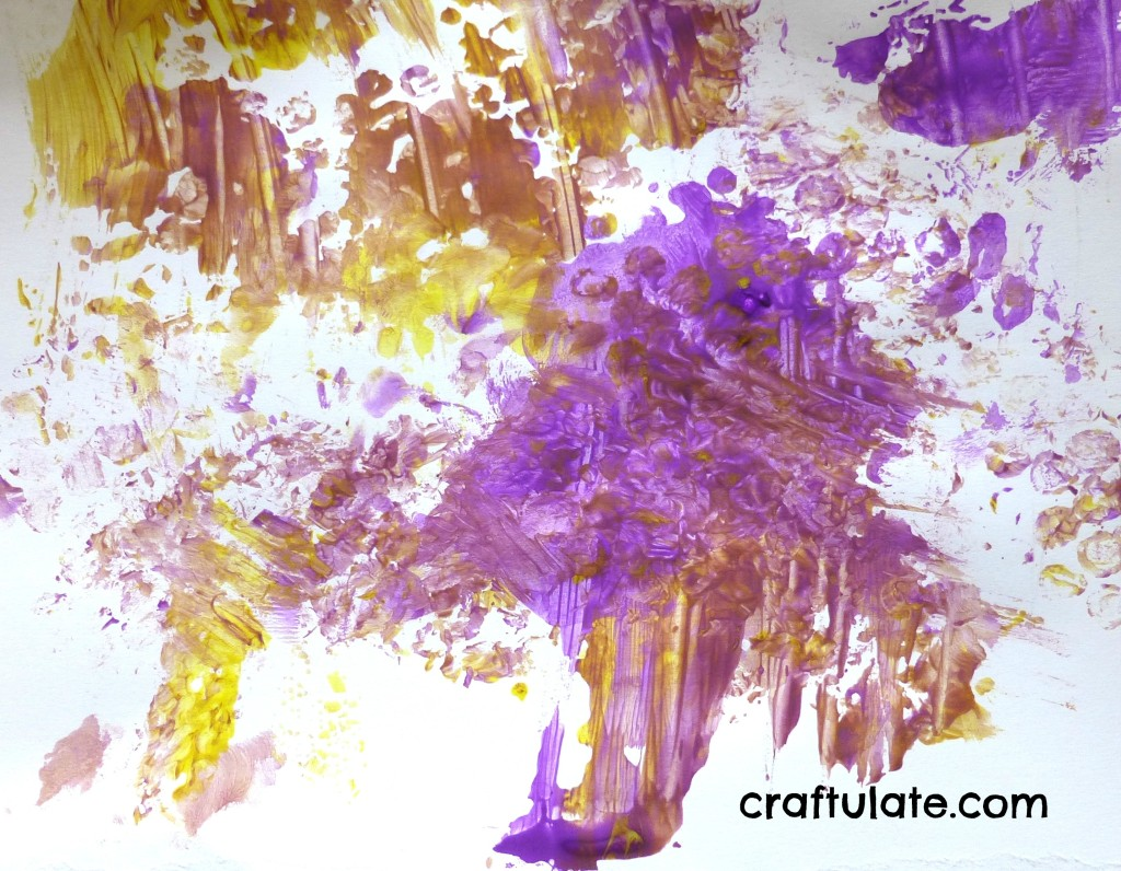 Craftulate: Toddler Painting with Bubble Wrap