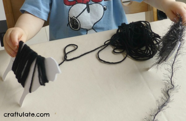 Yarn Wrap Sheep - a fun fine motor activity to go with the song Baa Baa Black Sheep