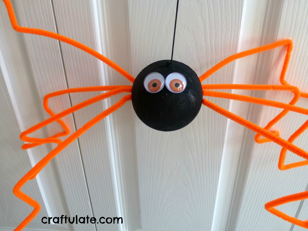 halloween crafts for toddlers make a giant spider