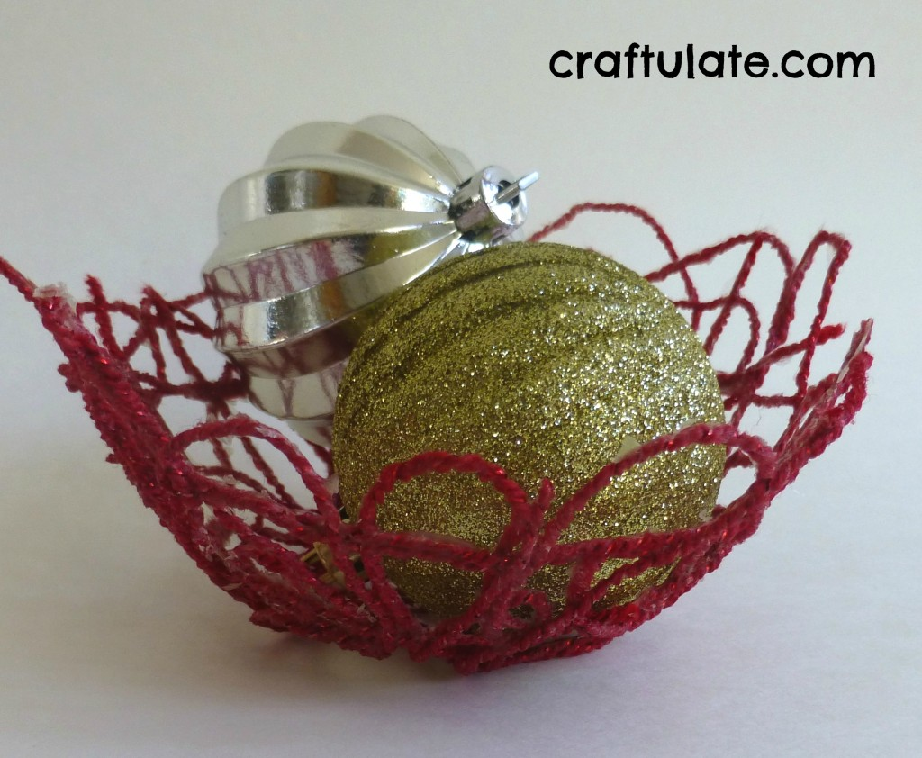 Craftulate:Festive Yarn Mache Bowl