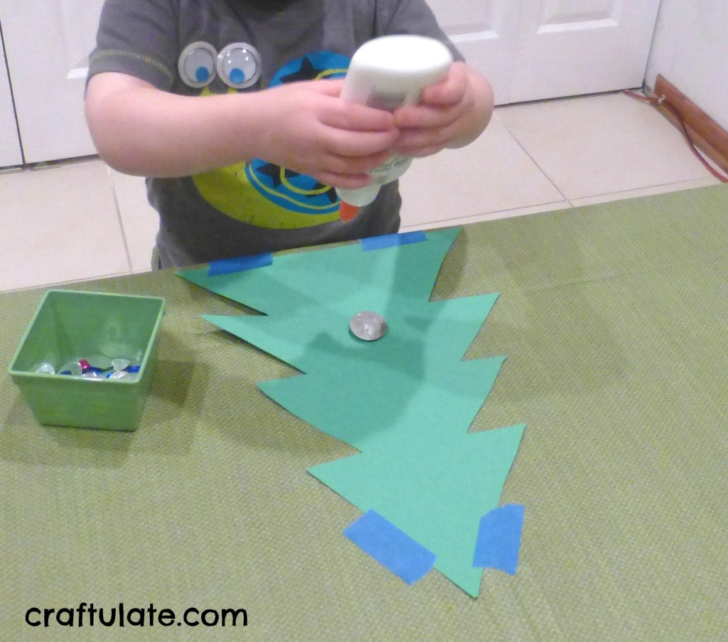 Toddler Christmas Tree Craft from Craftulate