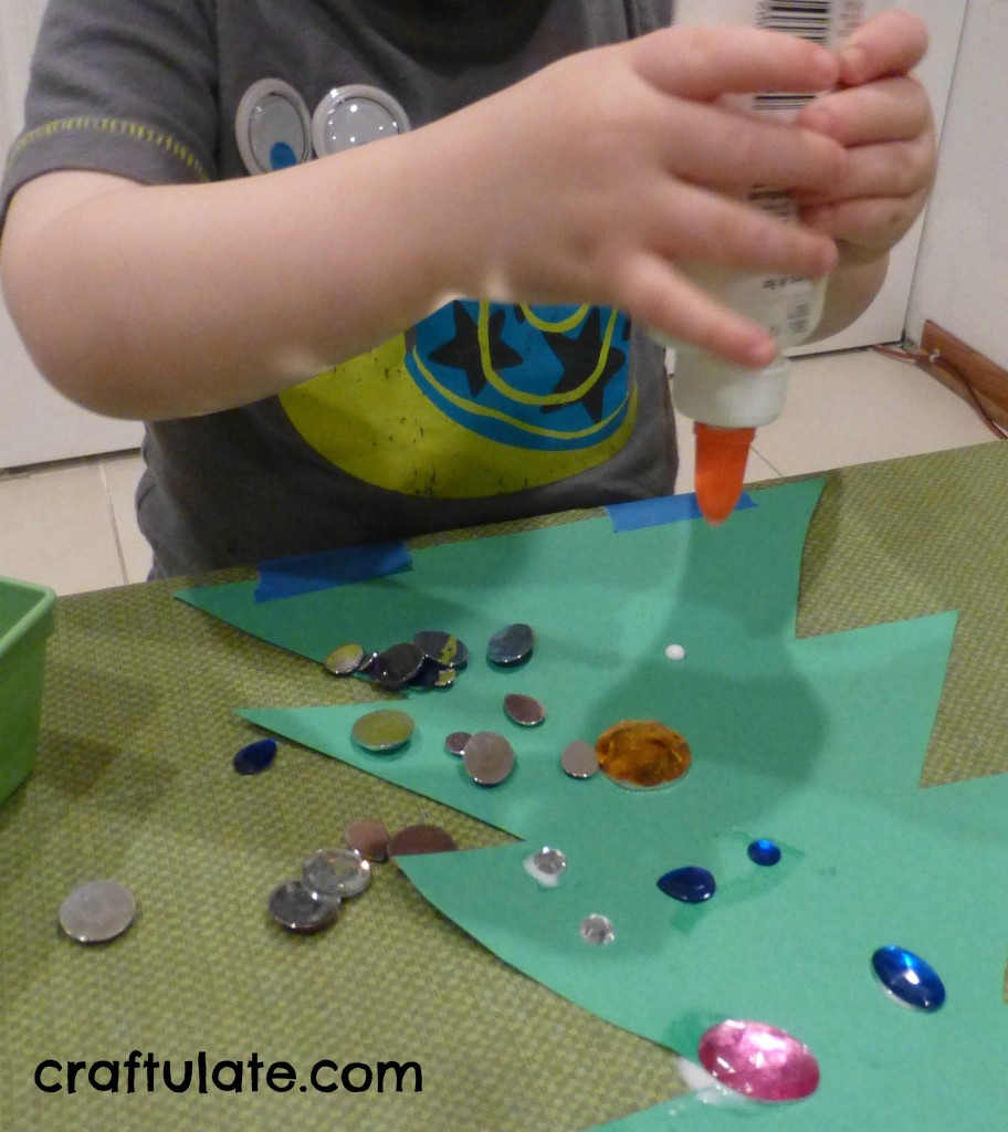 Craftulate: Toddler Christmas Tree Craft