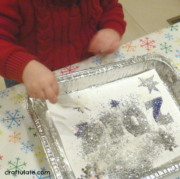 New Year Art for Toddlers - an easy and glittery art project!