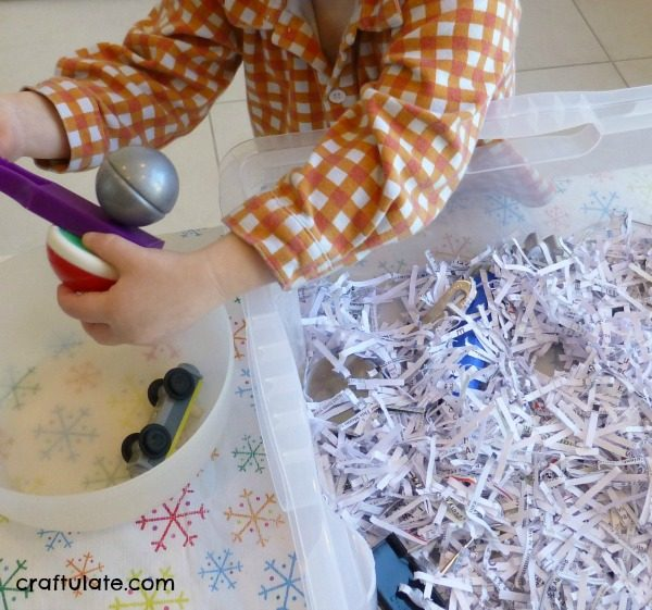 Magnet Discovery Bin - great for toddlers and preschoolers!