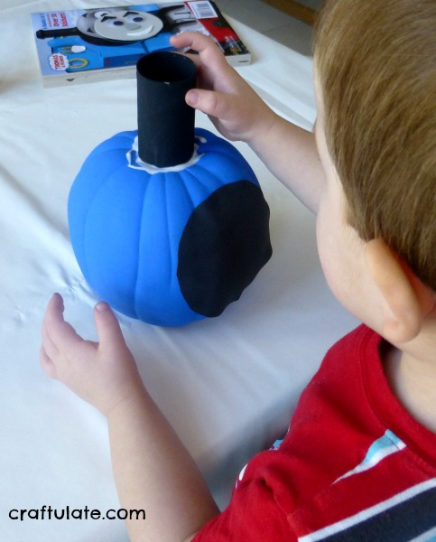 Thomas the Train Pumpkin Craft - a cute idea for train loving kids at Halloween