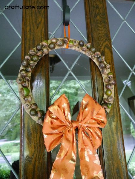 Acorn Wreath for Kids - a fun craft for fall!