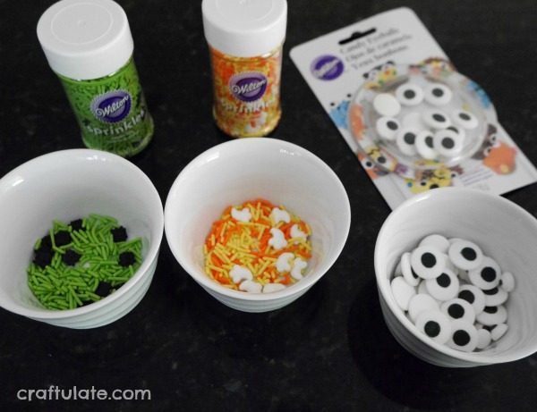 Sweet Halloween Pizza for Kids - a dessert or snack for kids to make and enjoy!