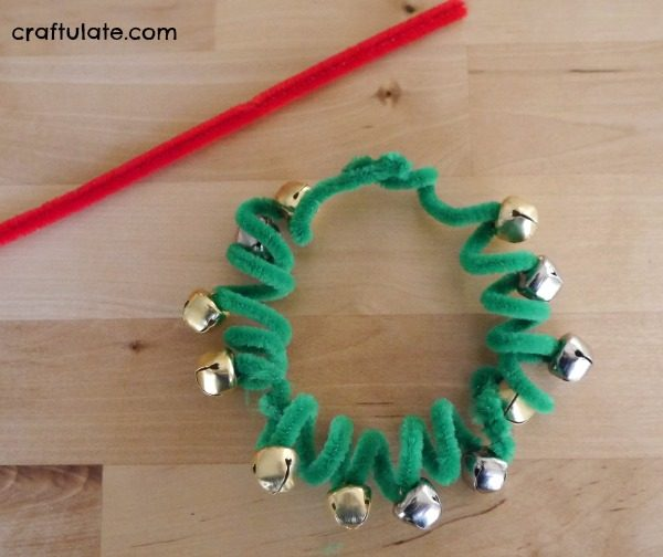Pipe Cleaner Wreath Ornaments - cute kids craft for Christmas